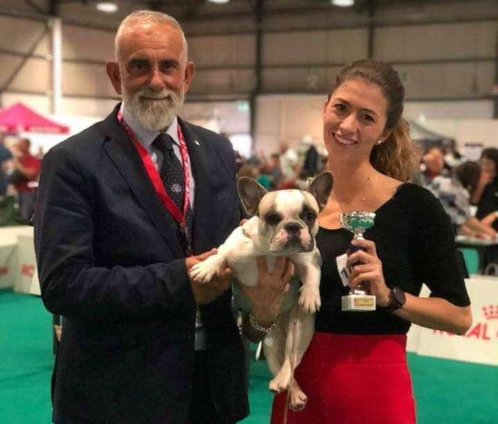 Giorgia e Dana Dei Bulli invincibili in Expo assieme al giudice che le ha premiate
