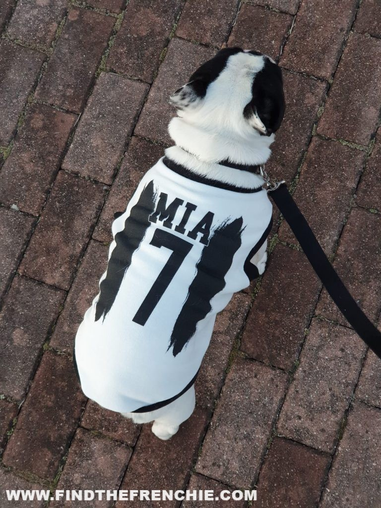 Mia indossa la felpa Juventus con il n°7